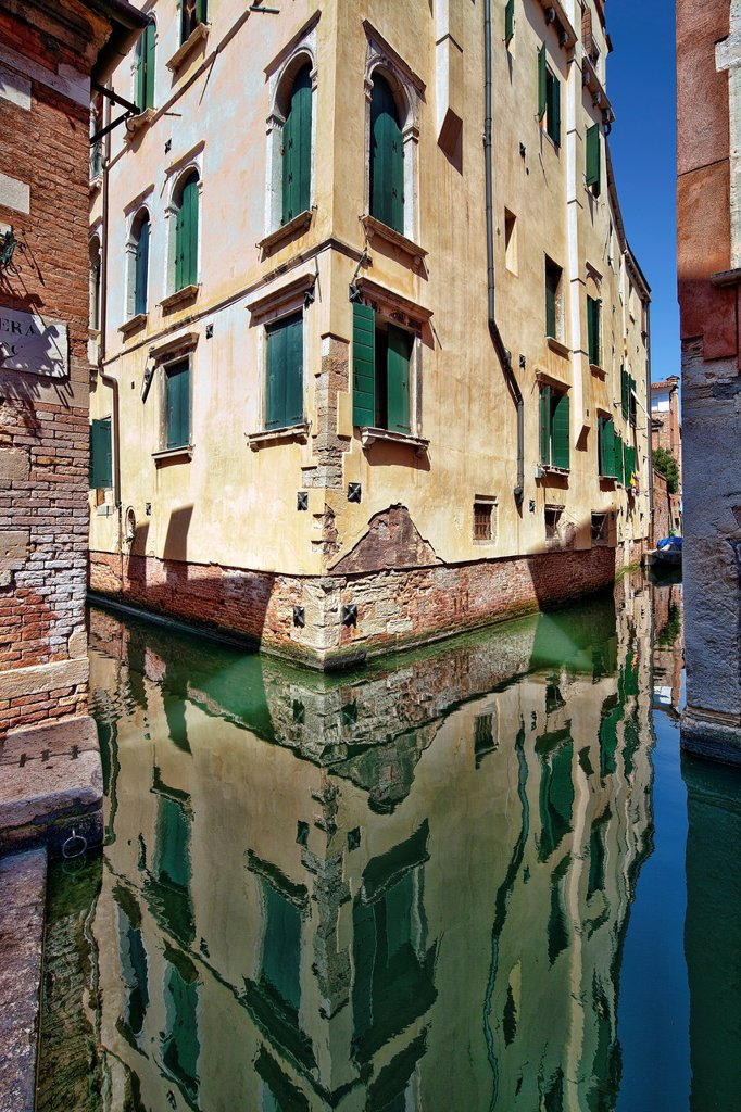 Stock Photo: 1566-907075 Building reflected on a canal, San Polo, Venice, Italy