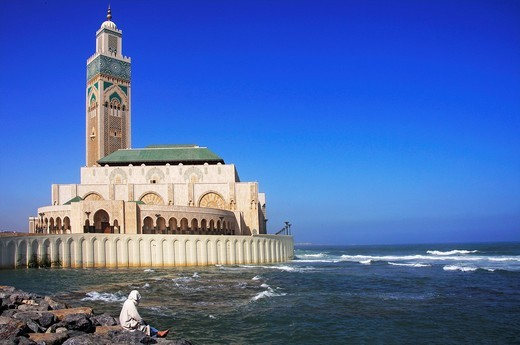 Morocco- The Hassan II Mosque Arabic:    is a religious buildings in Casablanca, Morocco, the largest mosque in the country and the fifth largest mosque in the world after the Masjid al-Haram Grand Mosque of Mecca and the Al-Masjid al-Nabawi Prophet´s Mos. Morocco- The Hassan II Mosque Arabic:    is a religious buildings in Casablanca, Morocco, the largest mosque in the country and the fifth largest mosque in the world after the Masjid al-Haram Grand Mosque of Mecca and the Al-Masjid al-Nabawi P : Stock Photo