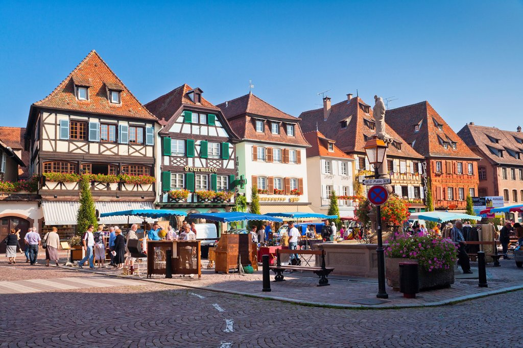 Houses at the market square in Obernai, Alsace, France, Europe : Stock Photo