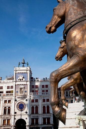 The bronze horses on the Saint Mark´s cathedral balcony, Venice, Italy, Europe : Stock Photo