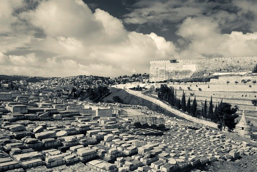 Stock Photo: 1566-907996 Israel, Jerusalem, city walls from the Mount of Olives Jewish cemetery
