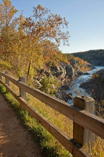 Stock Photo: 1566-908376 C & O National Historic Park, scenic views in autumn
