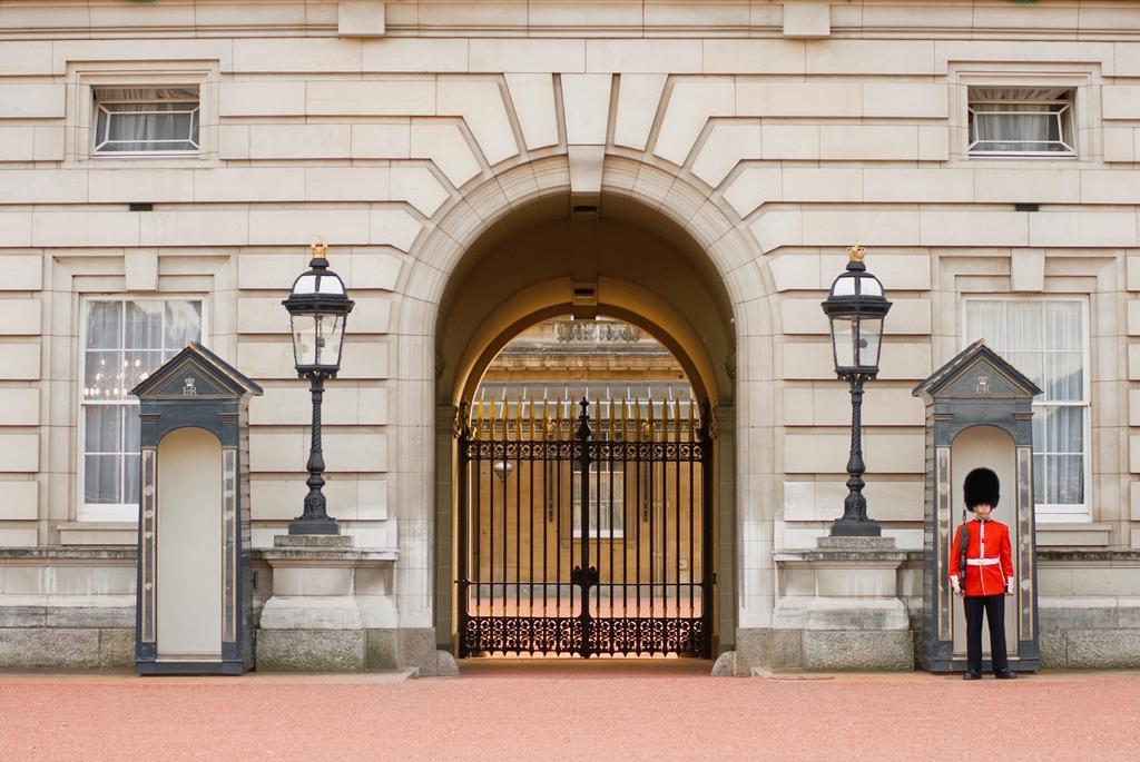 Stock Photo: 1566-908420 Guard posted outside of Buckingham Palace. London, England, UK.