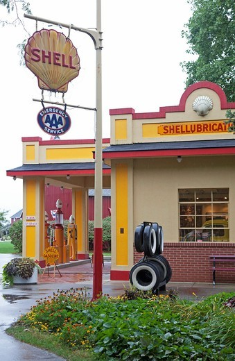 Hickory Corners, Michigan - The Gilmore Car Museum  The museum houses classic cars from 1899 through the 1960s and a reconstructed 1930s Shell service station : Stock Photo