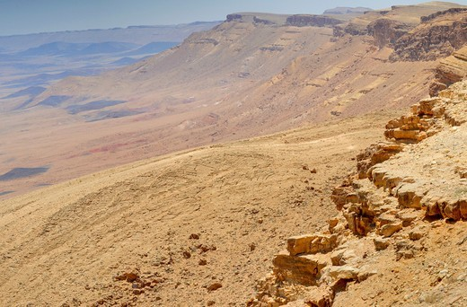 Stock Photo: 1566-909312 Ramon Crater, the world´s largest karst erosion cirque, at the peak of Mount Negev in Israel
