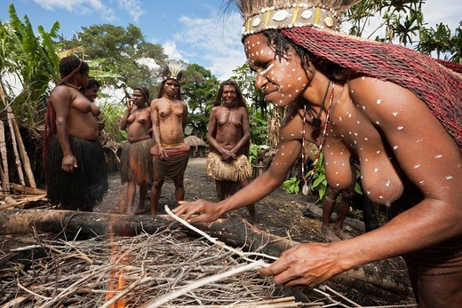 Dani Tribe preparing Earth Oven, Baliem Valley, West Papua, Indonesia : Stock Photo