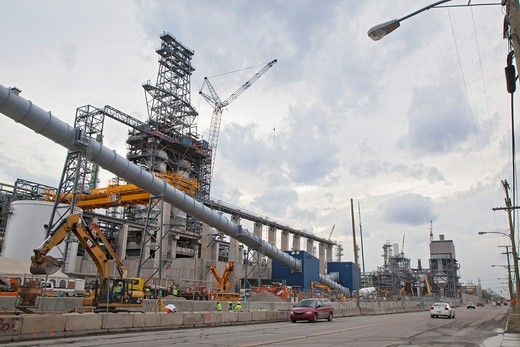 Detroit, Michigan - Construction of the Heavy Oil Upgrade Project at the Marathon Petroleum refinery  The refinery expansion will allow the refinery to process heavy crude oil from Canada´s tar sands : Stock Photo