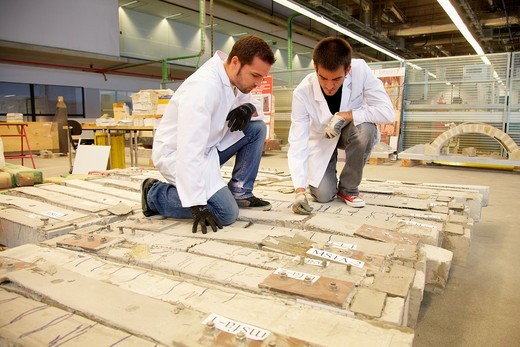 Reinforced concrete beam with tissue, Research on building materials, Tecnalia Research & Innovation, Zamudio, Bizkaia, Basque Country, Spain : Stock Photo