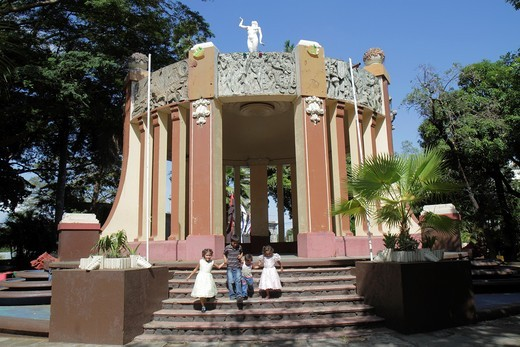 Nicaragua, Managua, Central Park, Latin America, Area Monumental, gazebo, frieze, Spanish conquest, indigenous history, Hispanic, girl, boy, family, brother, sister, sibling, child, homage, holding hands, : Stock Photo
