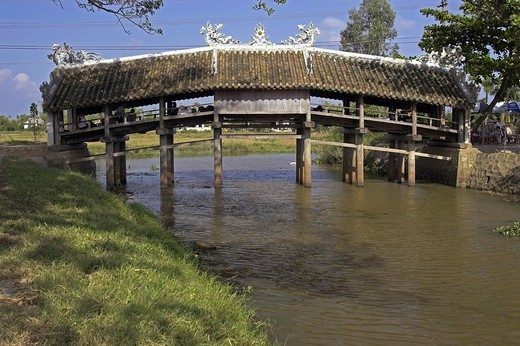 Thanh Toan Japanese covered footbridge in countryside near Hue central Vietnam : Stock Photo