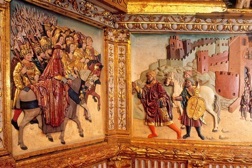 Royal Chapel of the cathedral Detail of Altar mayor higher altarpiece Arab monarch giving the keys of Granada to the Catholic Monarchs 16th century Granada  Andalucia, Spain : Stock Photo