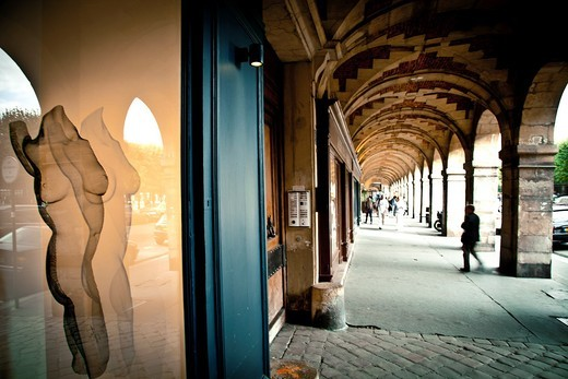 Stock Photo: 1566-913452 Gallery Art in Place des Vosges, It is one of the oldest squares of Paris, Le Marais, Ile de France, Paris, France