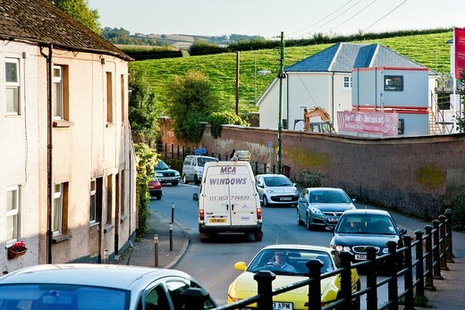 Traffic jams and high pollution caused by HGVs and the increase in vehicles on the narrow roads of Crediton, Devon, England : Stock Photo