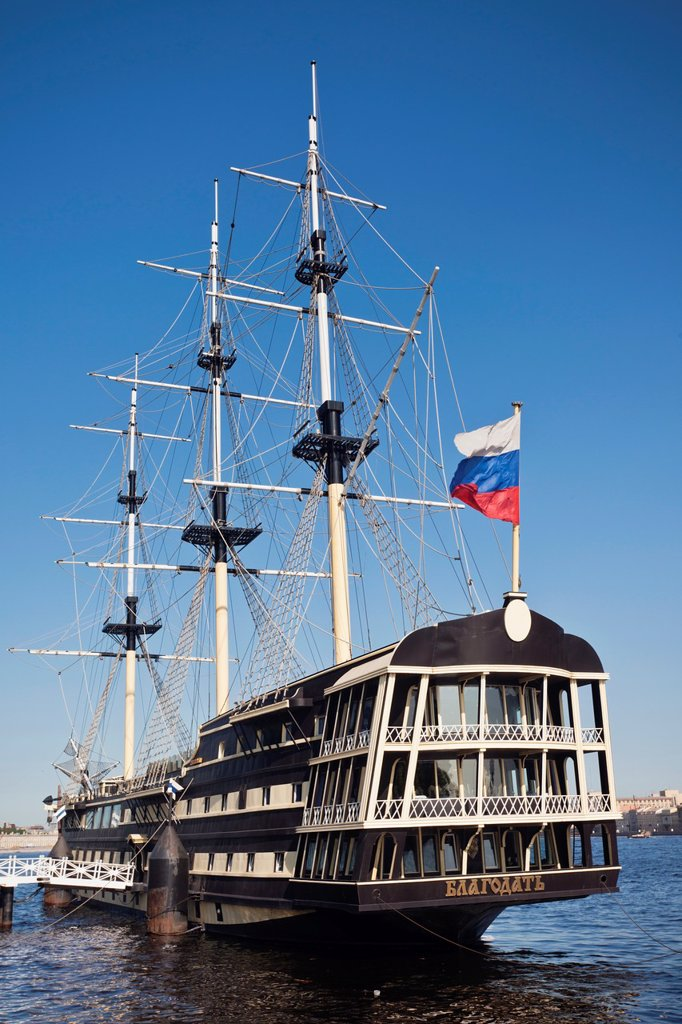 Stock Photo: 1566-914016 Russia, Saint Petersburg, Petrograd, floating restaurant tall ship in Neva River