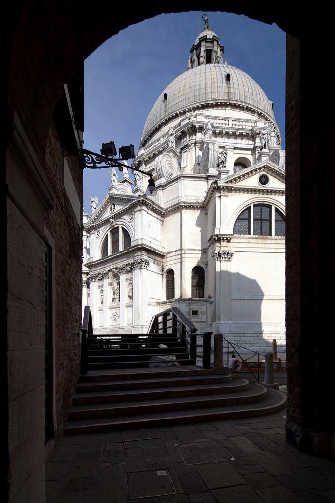 Stock Photo: 1566-914913 La Salute Basilica, Venice, Italy