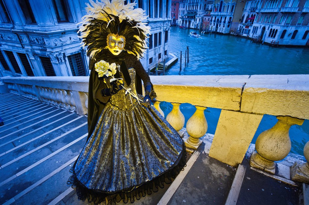 Stock Photo: 1566-917079 A masked woman on the Rialto Bridge at the carnival in Venice, Italy, Europe