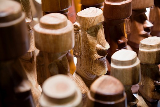 Souvenir moai for sale at the artisan´s market : Stock Photo