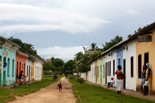 Street scene with the houses of the first settelers at the historical centre cidade alta of Porto Seguro, Bahia, Brazil : Stock Photo