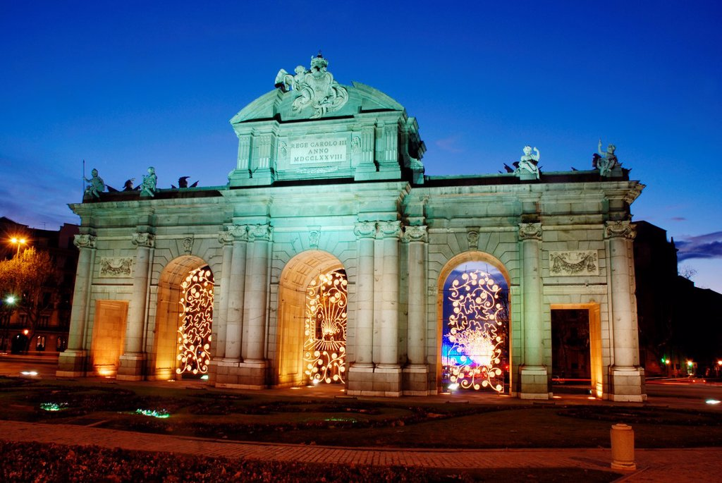 Stock Photo: 1566-917739 Alcala Gate at Christmas time, night view. Madrid, Spain.