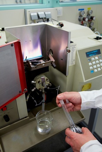 Atomic absorption spectrophotometer, Determination of metals in construction materials cement, aggregates, water, Laboratory, Research on building materials, Tecnalia Research & Innovation, Zamudio, Bizkaia, Basque Country, Spain : Stock Photo