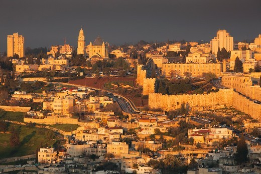 Stock Photo: 1566-918983 Israel, Jerusalem, elevated view of the Old City, dawn