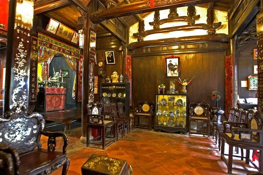 Tan Ky 19th century merchant house elaborate interior Hoi An historic town mid Vietnam : Stock Photo