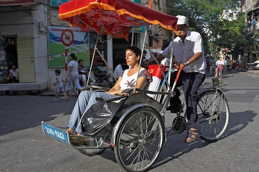 Visitor tours Hanoi Old Quarter by cyclo rickshaw Vietnam : Stock Photo