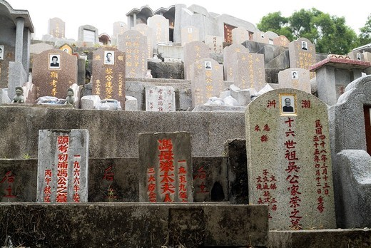 CHEUNG CHAU HONG KONG Chinese graveyard decorative gravestone in cemetery : Stock Photo