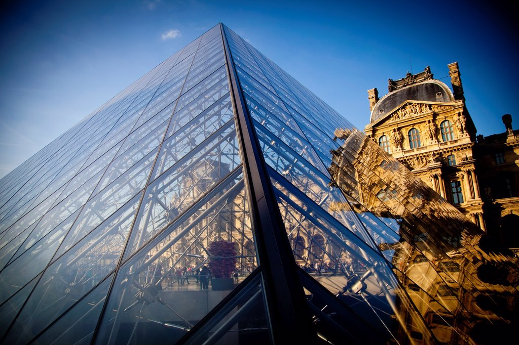 Stock Photo: 1566-922230 Glass pyramid entrance in front, Palais du Louvre or Louvre Palace museum in the evening light, Paris, France, Europe