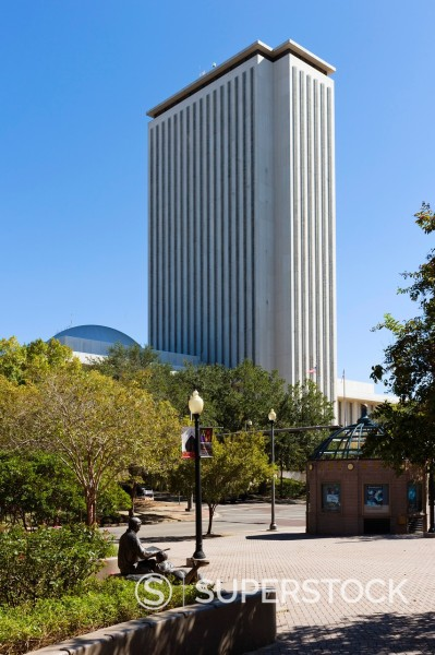 The modern State Capitol Building with sculpture in the foreground, Tallahassee, Florida, USA : Stock Photo
