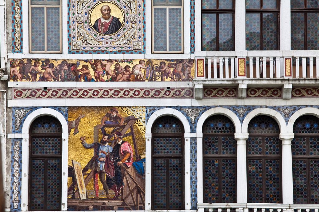 Stock Photo: 1566-926487 Colourful Venetian House Exterior along The Grand Canal, Venice, Italy