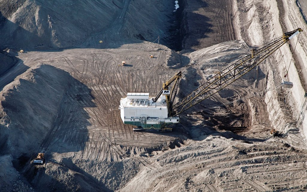 Stock Photo: 1566-926618 Gillette, Wyoming - A dragline excavator removes overburden at a surface coal mine in Wyoming´s Powder River Basin  The Powder River Basin is the largest coal mining region in the United States
