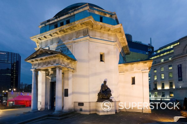 Stock Photo: 1566-928252 The Hall of Memory at night, Centenary Square, Birmingham, UK