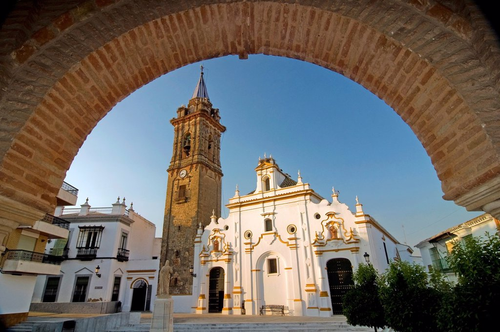 Stock Photo: 1566-928373 Santiago Apóstol Parish Church and arch of the City Hall  Bollullos par del Condado  Huelva-province  Spain