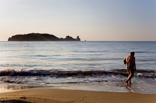 L´Estartit  Gran beach  In background Medes Islands Costa Brava  Girona province  Catalonia  Spain : Stock Photo