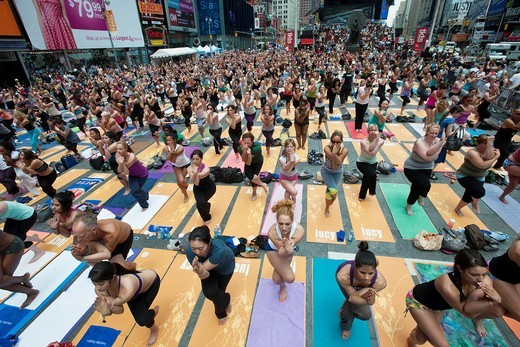 Thousands of yoga practitioners in Times Square in New York participate in a group Bikram Yoga class observing the Summer Solstice The classes given throughout the day attract thousands of students of various levels who practiced their art and attempted t. Thousands of yoga practitioners in Times Square in New York participate in a group Bikram Yoga class observing the Summer Solstice The classes given throughout the day attract thousands of students of various levels who practiced their art and : Stock Photo