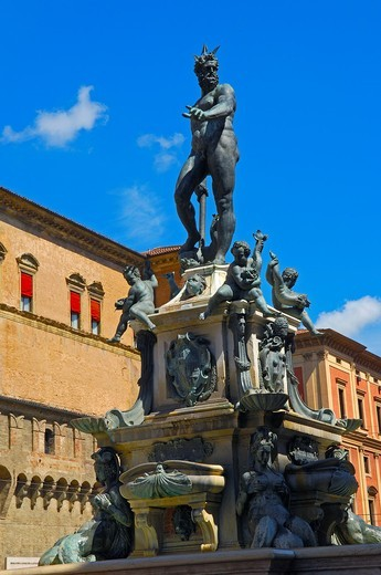 Fountain of Neptune next to Piazza Maggiore, Bologna, Emilia-Romagna, Italy : Stock Photo