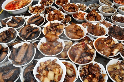 Shanghai (China): meat dishes at a market by the Yuyuan Bazaar, in the Old Town : Stock Photo