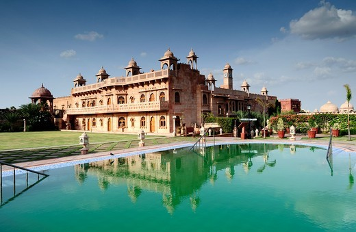 Khimsar Fort 15th century building and its green water pool  Rajasthan, India : Stock Photo