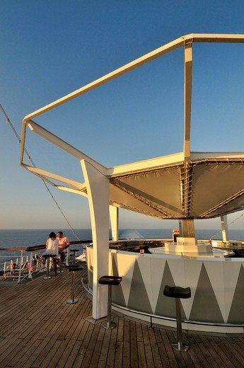 Stock Photo: 1566-948262 Bar on the deck, cruise ship