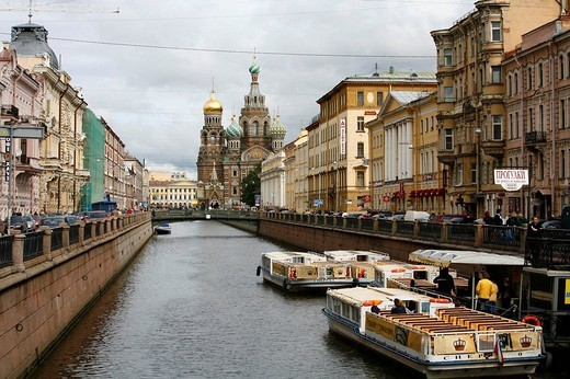 Stock Photo: 1566-949282 Griboedova canal and the Church on Spilled blood, St. Petersburg, Russia.