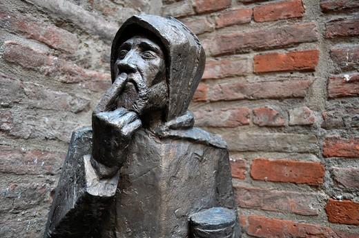Stock Photo: 1566-951261 Bologna (Italy): statue in the Oratorio di Santa Cecilia's courtyard
