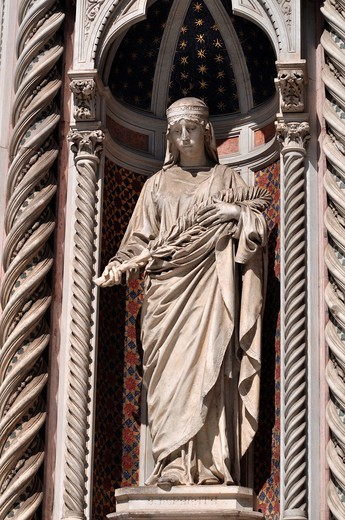 Stock Photo: 1566-952061 Firenze (Italy): statue on the façade of Santa Maria del Fiore's Cathedral