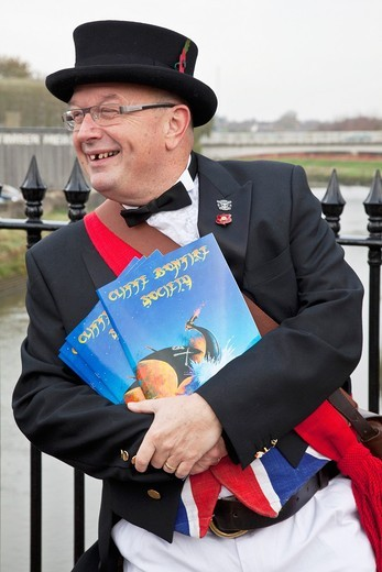 Man selling bonfire society programmes on November 5th, Lewes, Sussex, England : Stock Photo