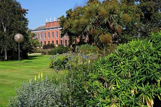 Stock Photo: 1566-958290 Kensington Palace and garden, London, UK