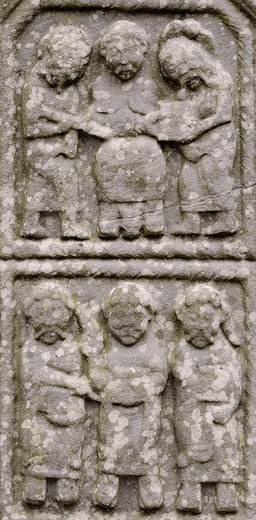 Stock Photo: 1566-960274 Ireland, County Louth, Monasterboice, Muiredach´s High cross 900-923 AD, Christ as Ruler of the World between St  Peter and St  Paul He gives the keys to Peter on his right and a book to Paul, and doubting Thomas below with Jesus Christ and St John