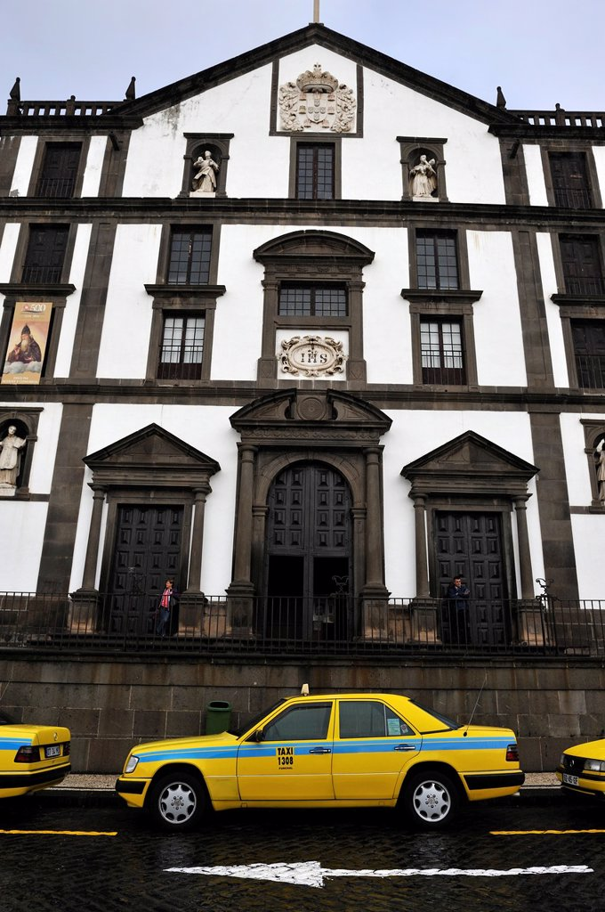 taxis parked in front of the Church of the Jesuit College, City Hall Square, Funchal, Madeira island, Atlantic Ocean, Portugal : Stock Photo