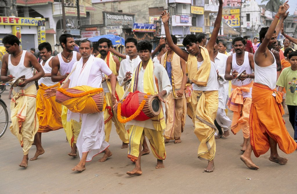 Stock Photo: 1566-960949 India, Orissa, Puri, procession of hindu pilgrims