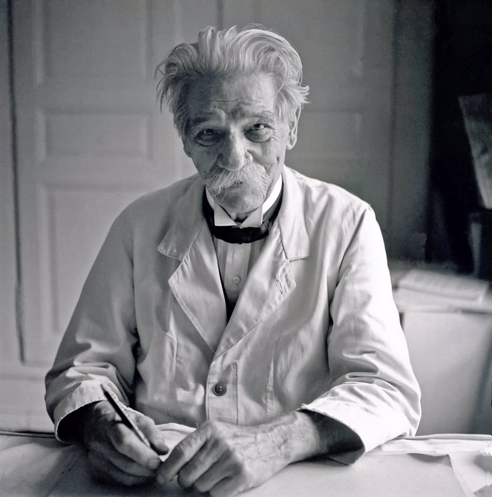 Stock Photo: 1566-961557 October 1959, Doctor Albert Schweitzer at home, Gunsbach, Alsace, France