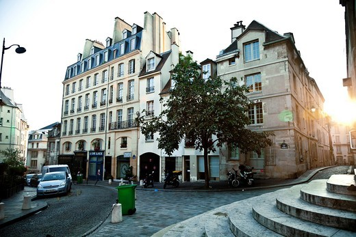Montagne St  Genevieve, the street where the actor of ´Midnight in Paris´ Woody Allen each night go, Paris, France : Stock Photo